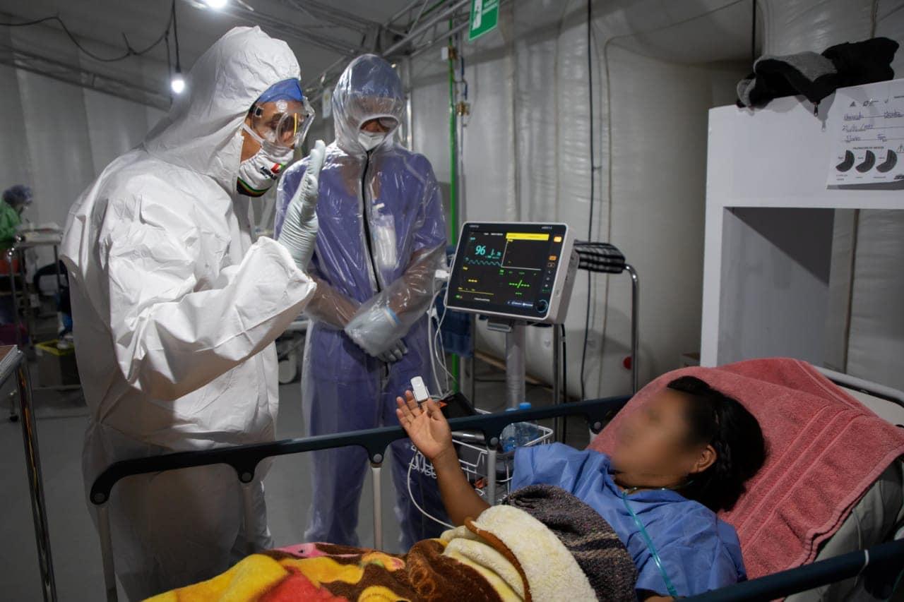 Omar Fayad en recorrido en el Hospital inflable