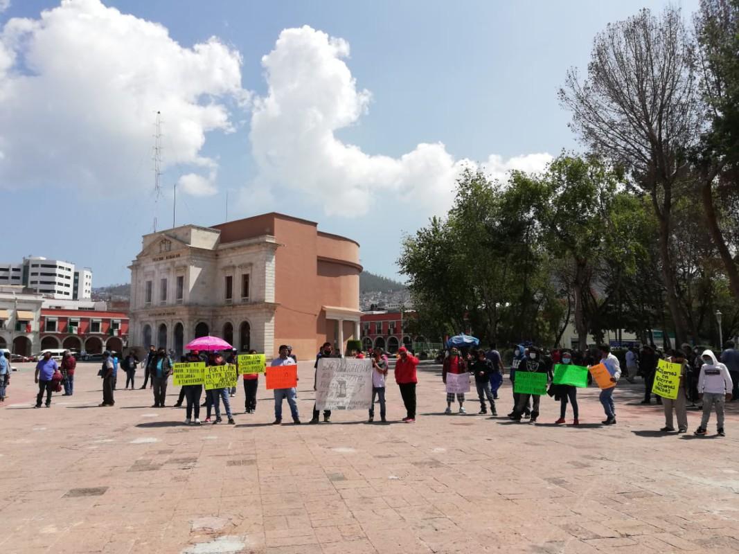 Cueteros se manifiestan por falta de apoyos debido a la pandemia
