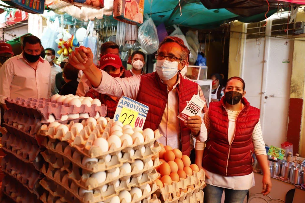 Pablo Vargas visitó el mercado primero de mayo