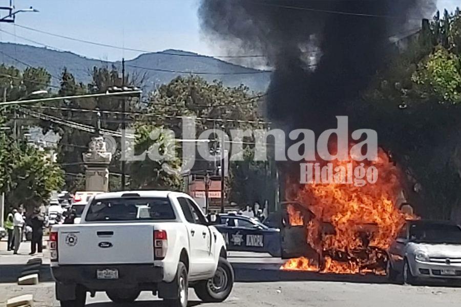 Incendio de vehículo en Pachuca alerta a cuerpos de seguridad/Foto: Carlos Sevilla