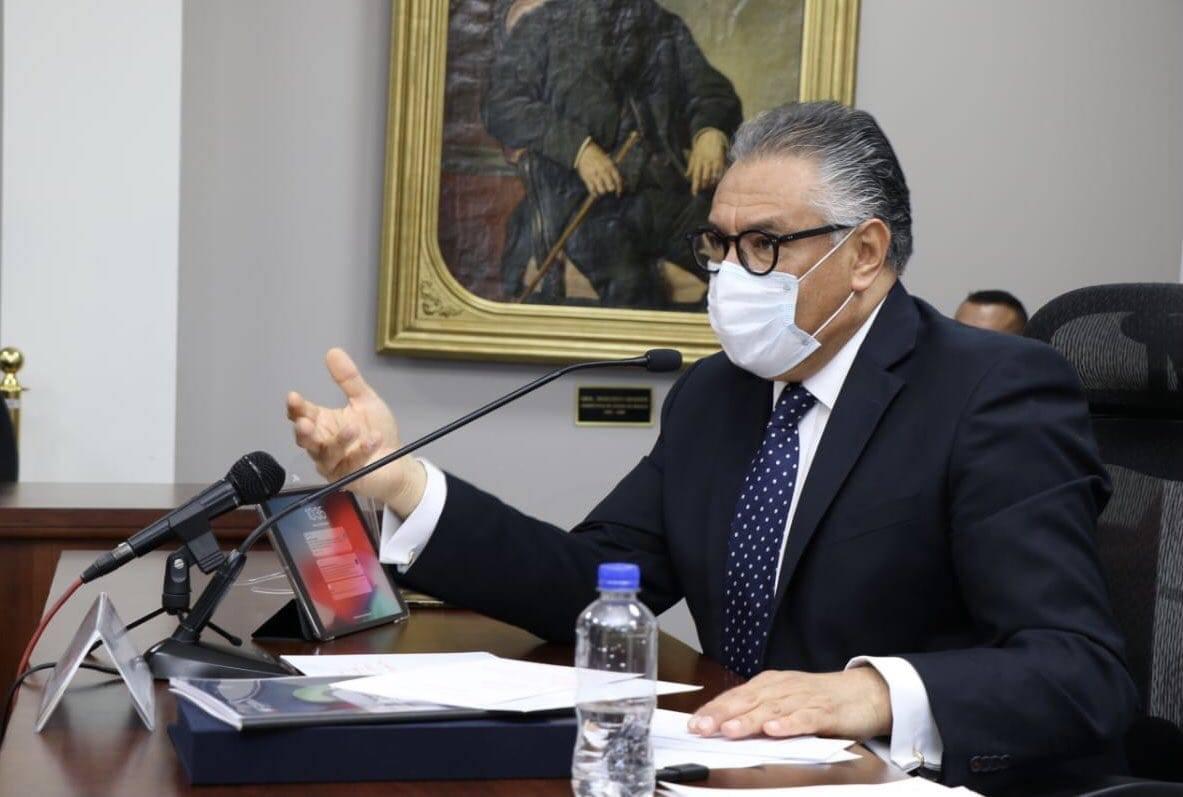 procurador Raúl Arroyo en comparecencia