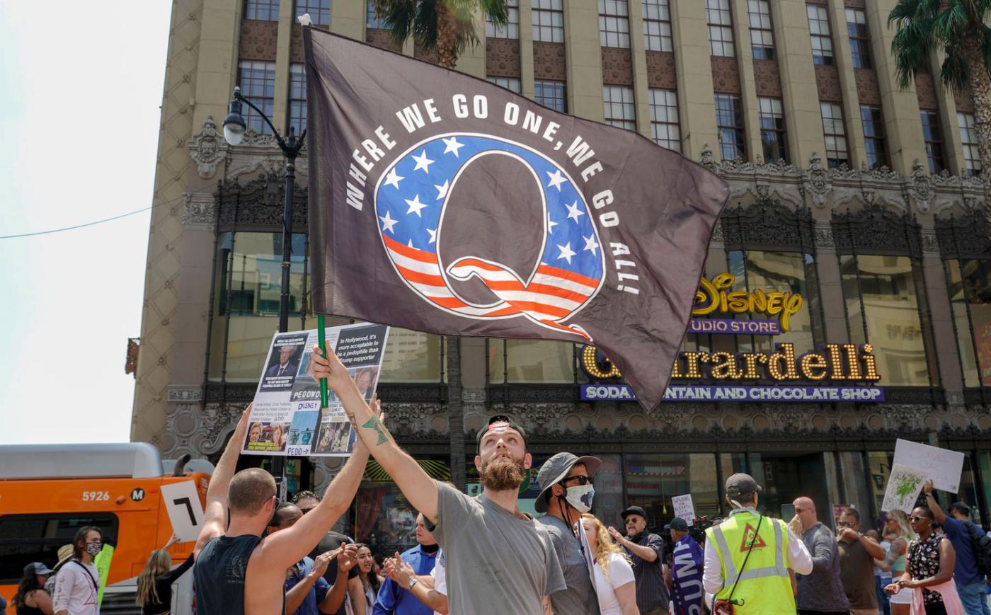 Una protesta del movimiento QAnon en Los Ángeles (California), en agosto pasado.KYLE GRILLOT / AFP