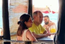 Captan a López Gatell sin cubrebocas en playas de Oaxaca