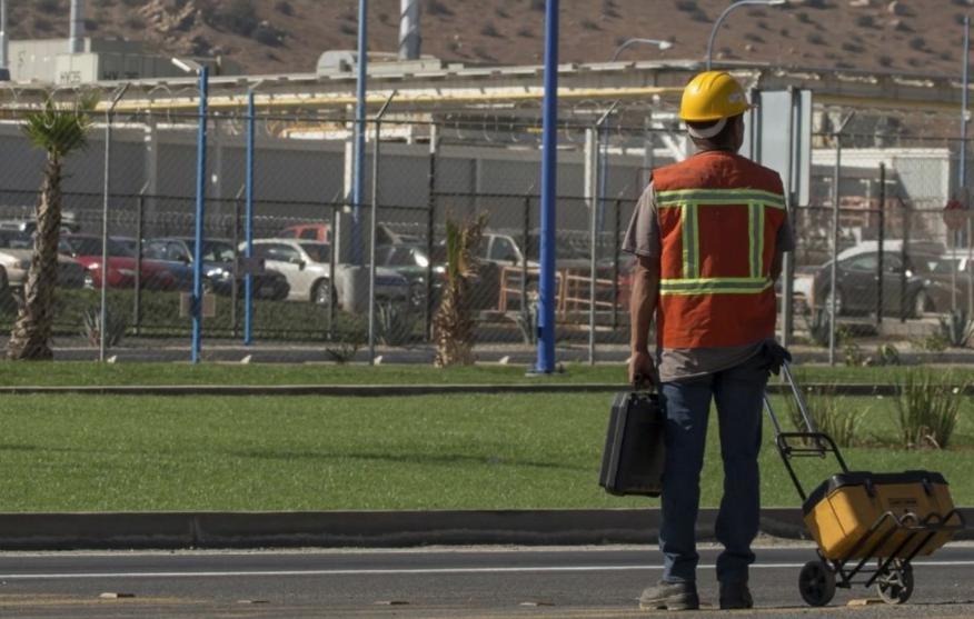Paran automotrices en EU y México por temporal y apagones