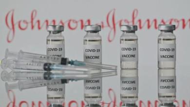 La vacuna contra Covid-19 de la compañía farmacéutica estadunidense Johnson & Johnson, es eficaz, incluso, contra las variantes de Sudáfrica y Brasil, según mostraron nuevos documentos publicados por la Administración de Alimentos y Medicamentos de ese país. Foto Afp / Archivo