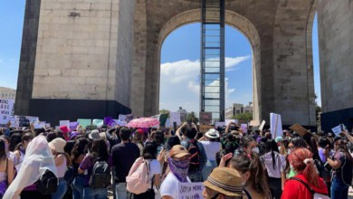Mujeres en el Monumento a la Revolución para el inicio de la marcha 8M/Foto tomada del Twitter Chilango