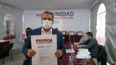 Raúl Morón Orozco durante su registro como aspirante a la candidatura de Morena a la gubernatura de Michoacán, el pasado 5 de diciembre. Foto tomada del Twitter de @raulmoronO